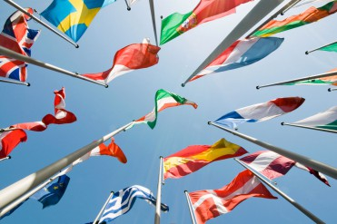 COMERCIO-INTERNACIONALstock-photo-flags-102617819