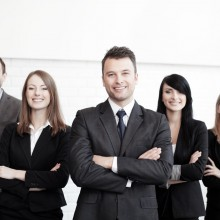 DIRECTIVOS-stock-photo-group-of-business-people-with-businessman-leader-on-foreground-117648706